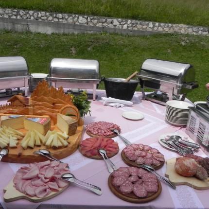 Hotel Isolabella - pranzo tipico in baita